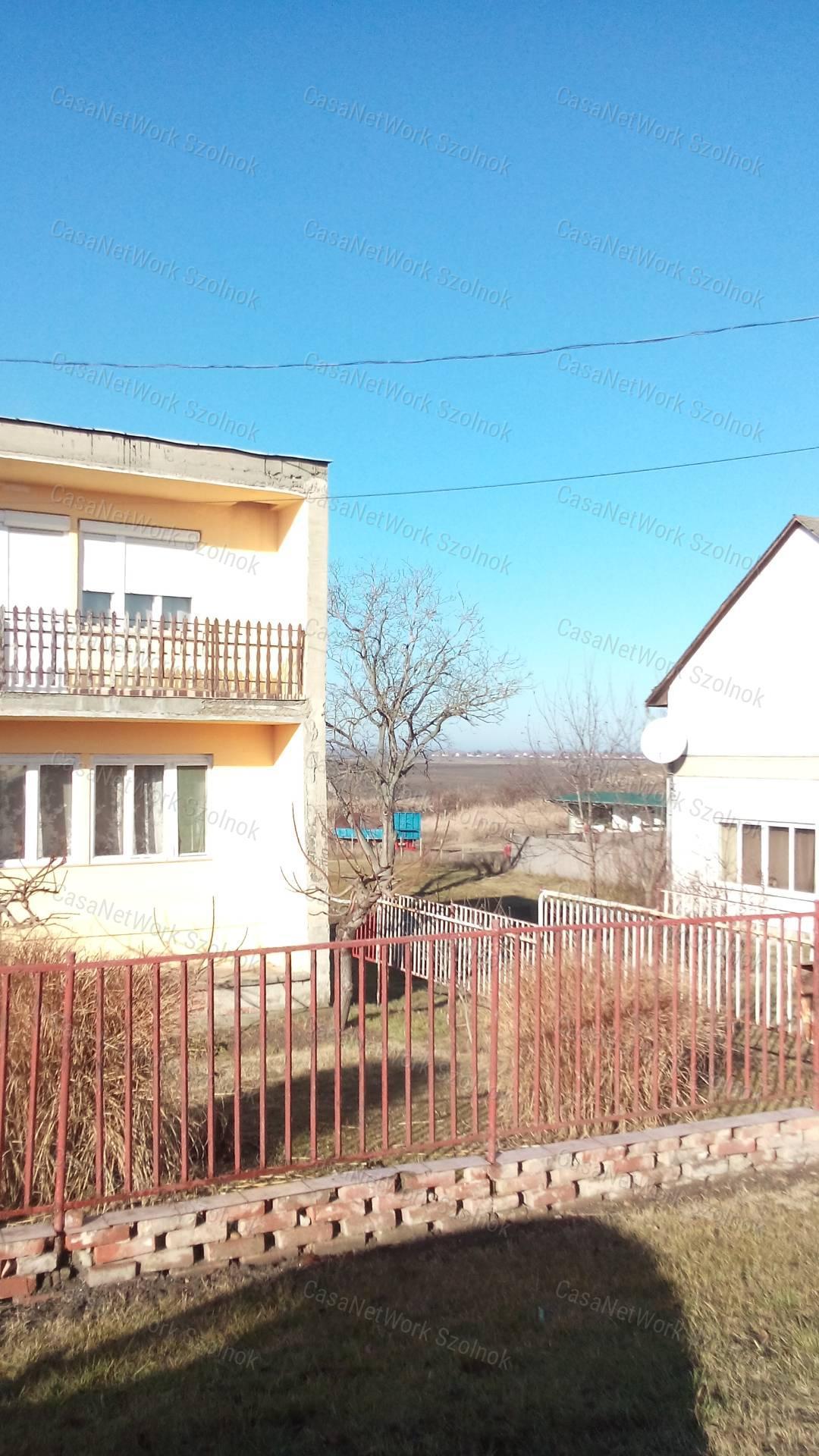Eladó családi ház, Jász-Nagykun-Szolnok megye, Tiszaföldvár - sz.: 155802510 - CasaNetWork.hu