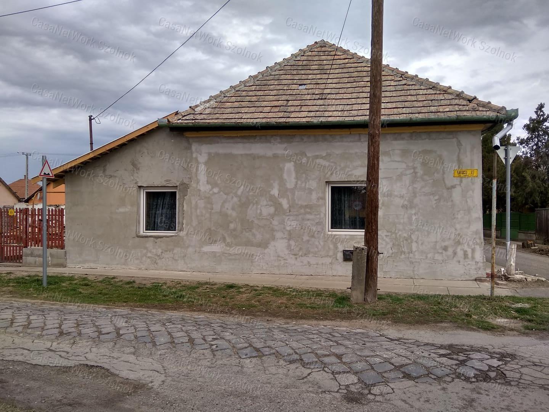 Eladó családi ház, Jász-Nagykun-Szolnok megye, Tiszaföldvár - sz.: 155802520 - CasaNetWork.hu