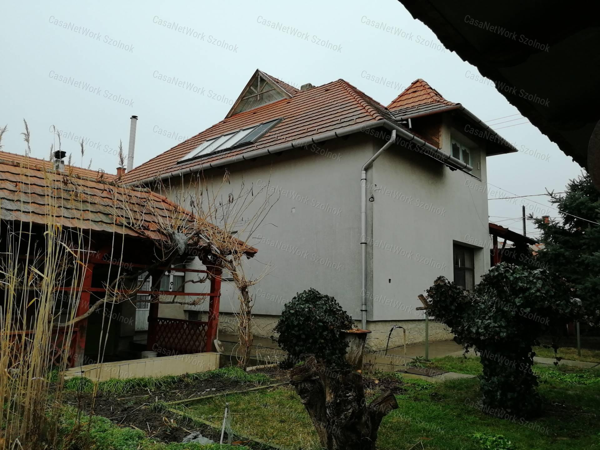 Eladó családi ház, Jász-Nagykun-Szolnok megye, Tiszaföldvár - sz.: 155802616 - CasaNetWork.hu