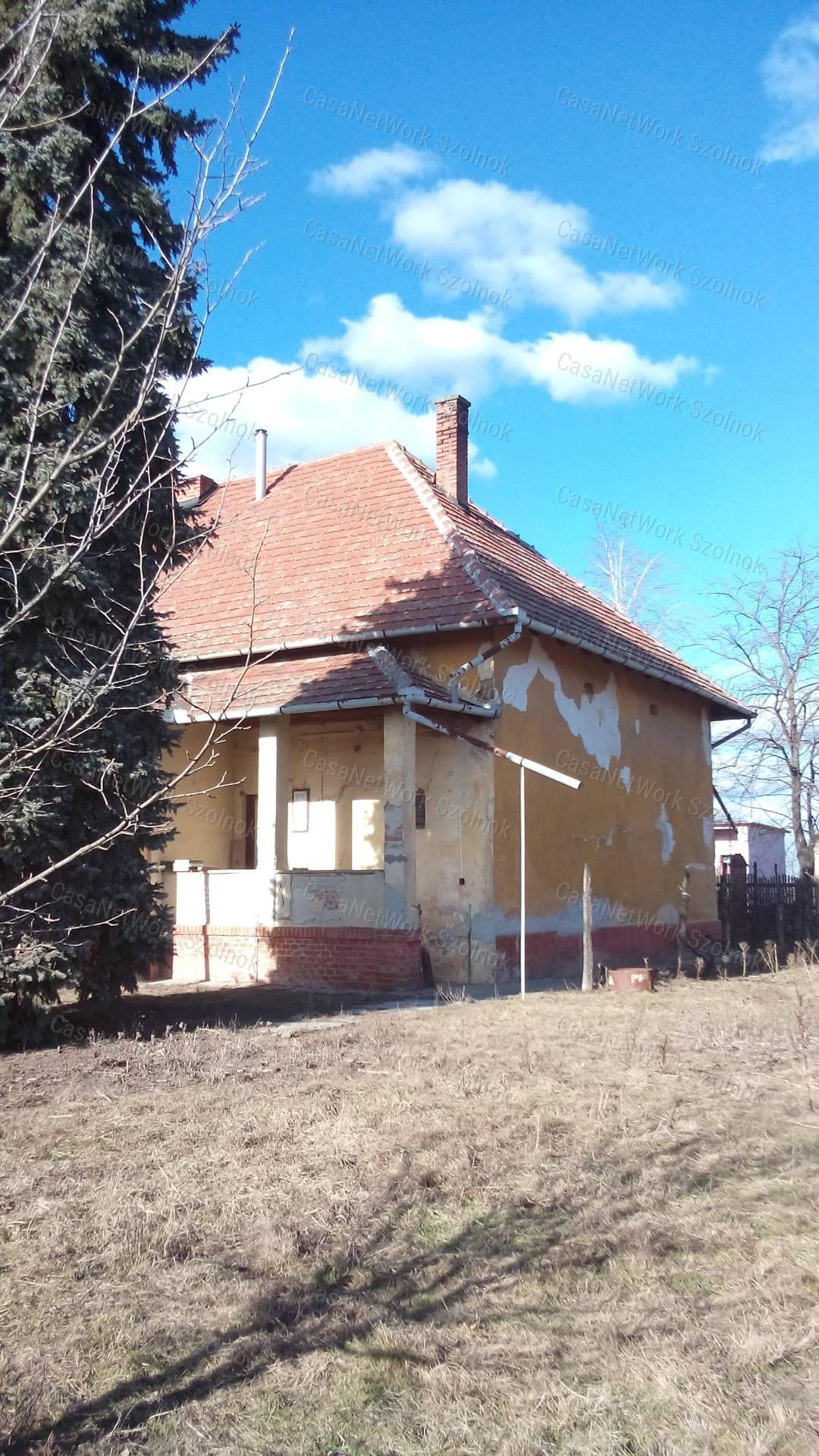Eladó családi ház, Jász-Nagykun-Szolnok megye, Tiszaföldvár - sz.: 155802623 - CasaNetWork.hu