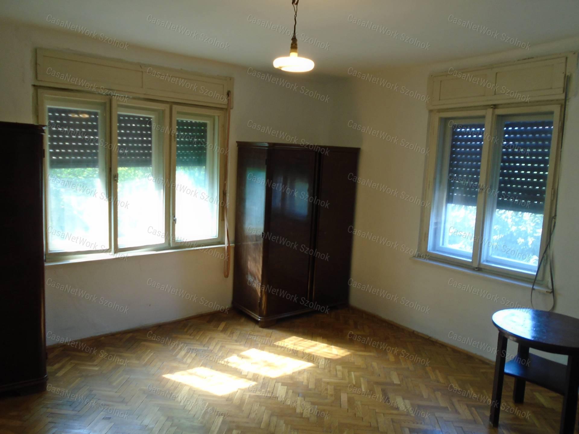 Eladó családi ház, Jász-Nagykun-Szolnok megye, Szolnok (Pletykafalu) - sz.: 155802985 - CasaNetWork.hu