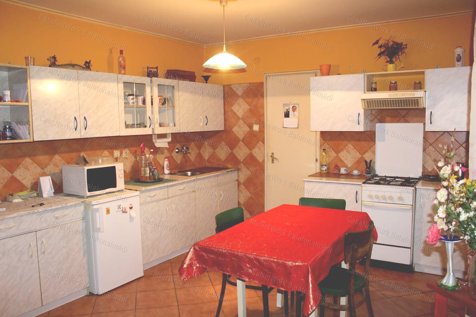 Eladó családi ház, Veszprém megye, Berhida - sz.: 163700820 - CasaNetWork.hu