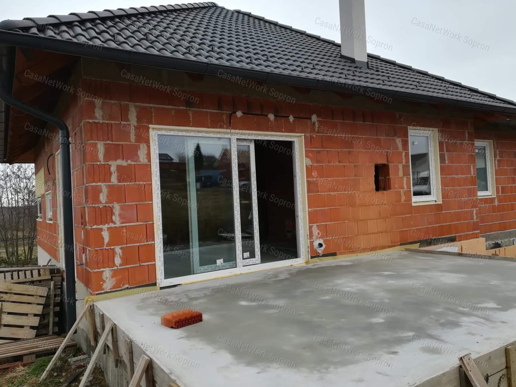 Eladó családi ház, Győr-Moson-Sopron megye, Sopron (Ágfalvi úti lakópark) - sz.: 164301594 - CasaNetWork.hu