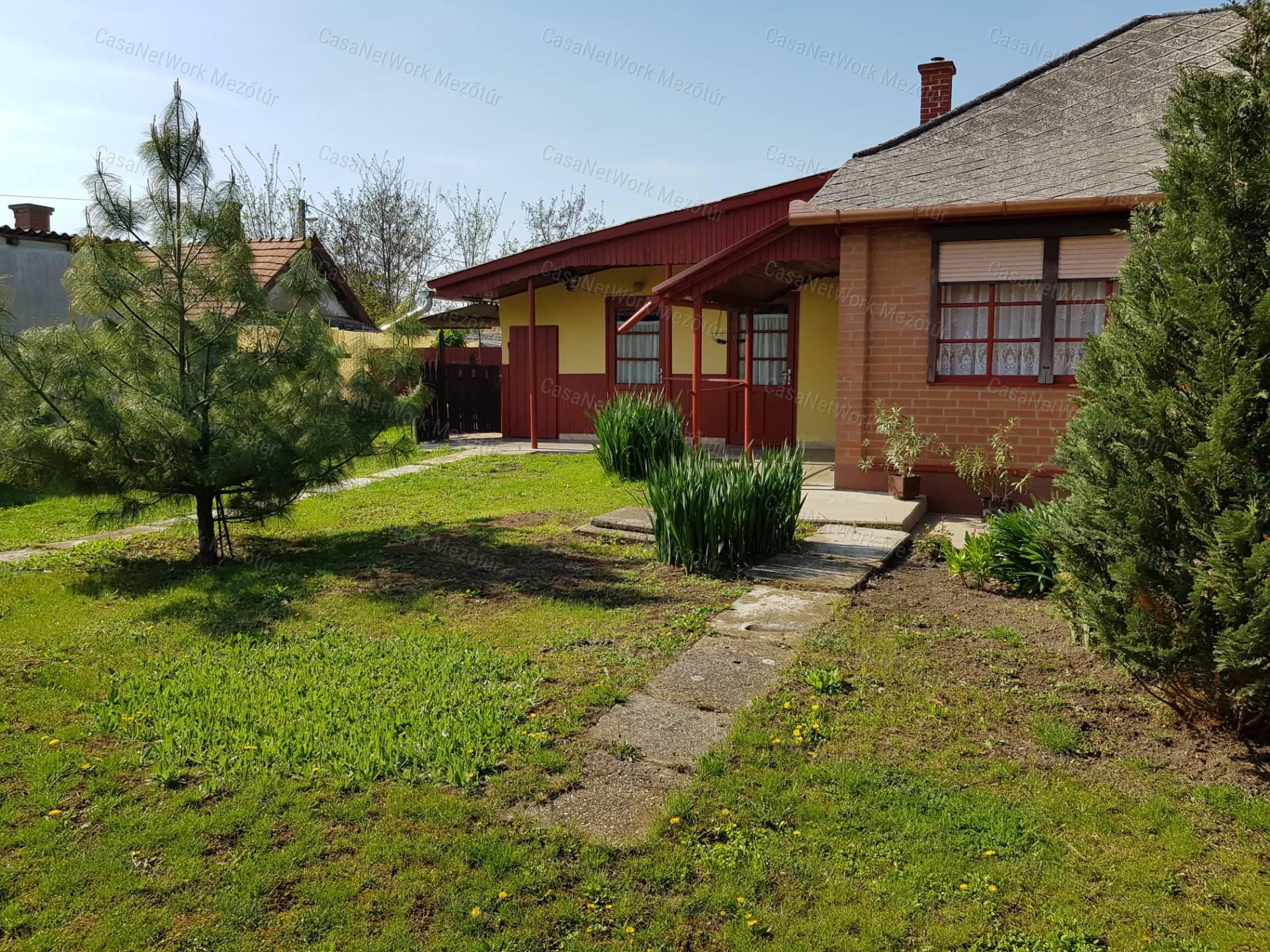 Eladó családi ház, Jász-Nagykun-Szolnok megye, Mezőtúr - sz.: 171500150 - CasaNetWork.hu