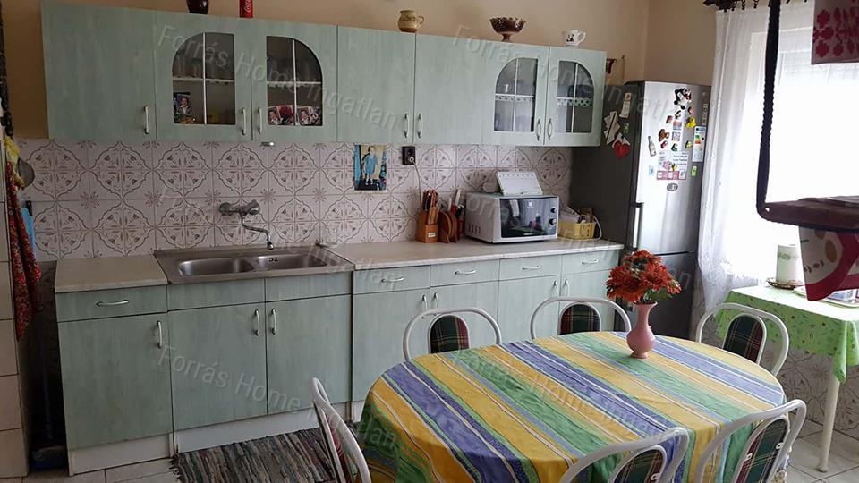 Eladó családi ház, Komárom-Esztergom megye, Szomód - sz.: 173900017 - CasaNetWork.hu