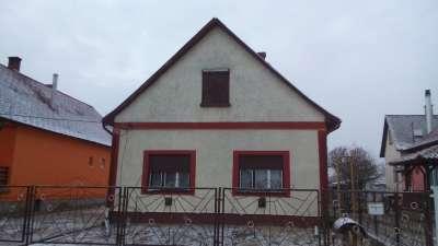 Családi ház eladó Tiszaföldváron főúthoz közel!