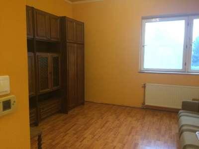 Szolnokon a József Attila úton 1 szobás lakás eladó!