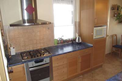 Eladó belvárosi 2004-es építésű belső kétszintes 2+2 szobás lakás!