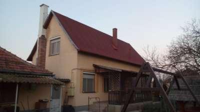 Martfűi 2 szintes kertes családi ház eladó!