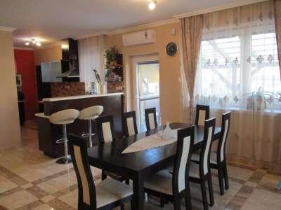 Szolnokon, közel a belvároshoz felújított családi ház eladó!