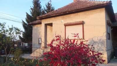 Tiszaföldváron kertes családi ház olcsón eladó!