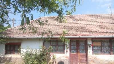 Tiszához közel eladó családi ház Nagyréven!
