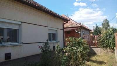 Martfű Ófaluban eladó 2 szobás kertes családi ház!