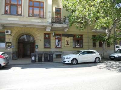 Szolnok belvárosában felújított hangulatos kialakítású étterem eladó
