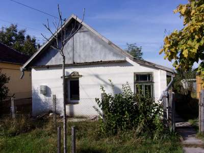 Eladó családi ház - Újszász / 1. kép