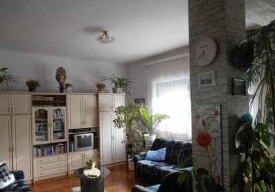 Eladó 190 m2-es családi ház Újszászon!