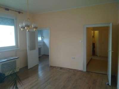 Egyetemvárosban 2 szobás, erkélyes, felújított lakás eladó!