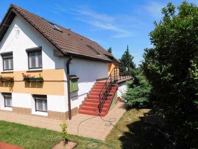 Panorámás tégla építésű családi ház eladó Litéren
