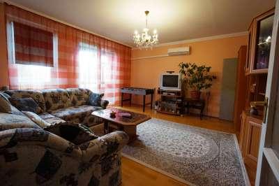 Veszprémben a Cholnoky lakótelepen található 76 m2-es lakás