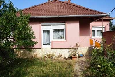 Eladó családi ház - Veszprém (Egry József utcai lakótelep) / 1. kép