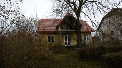 Strandközeli családi ház Balatonalmádiban eladó !