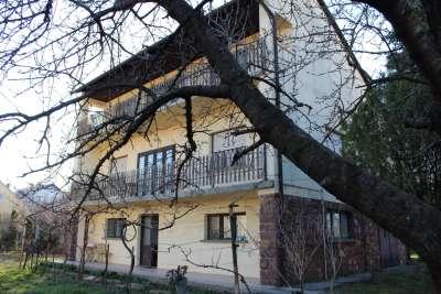 Balatonalmádi jól megközelíthető részén családi ház eladó