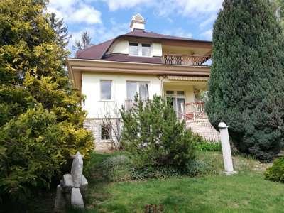 Balatonalmádiban igazi családi otthon eladó!