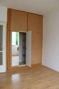 Társasházi lakás első emeleten 3 szobával