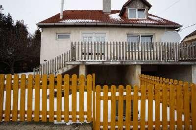 Eladó családi ház - Zirc / 1. kép