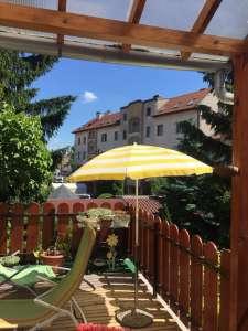 Sopron csomópontjában sorház eladó, üzleti vállalkozás lehetőségével.