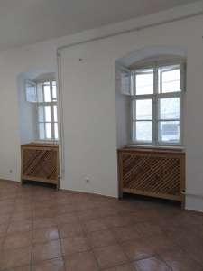 Lakásnak is visszaalakítható üzlethelyiség frekventált helyen ELADÓ