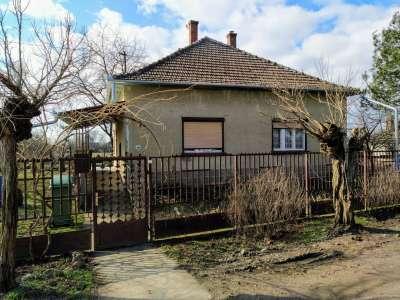Eladó családi ház - Törökszentmiklós (Surjány) / 1. kép