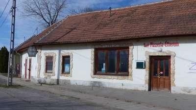 Vállalkozásnak eladó épület, központi helyen