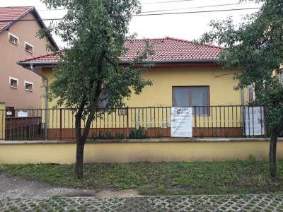 Győr-Szabadhegy klasszikus részén csalási ház eladó.