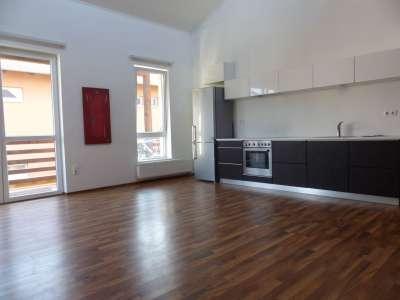 Ménfőcsanakon nappali+2 szobás lakás eladó