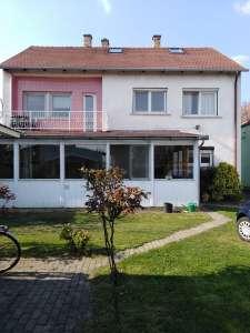 Győrszentiván központjában 800 nm-es telken családi ház eladó