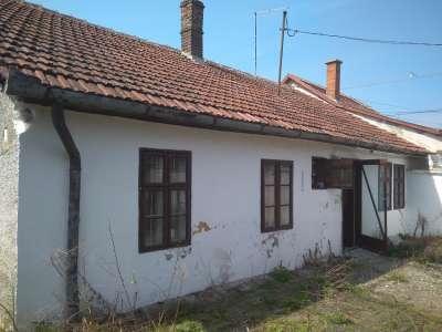 Felújítandó kis ház eladó!