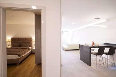 Belvárosban újépítésű házban , exkluzív 3 szobás lakás kiadó