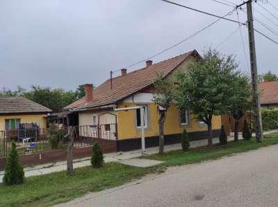 Eladó családi ház - Szelevény / 1. kép